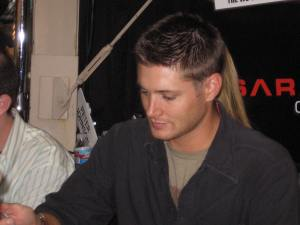 Fangasm! Jensen signs for Lynn at Comic Con 08