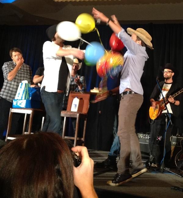 Jared brings Rob balloons while Misha whistles his appreciation