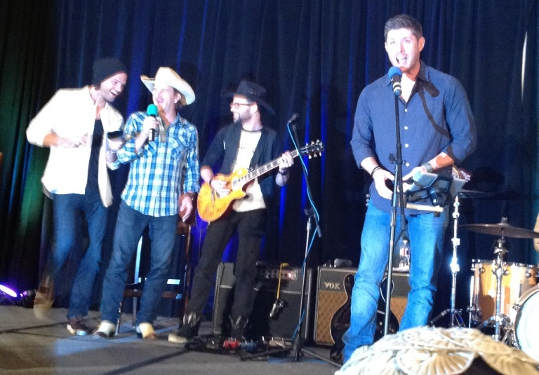 Jared dances while Jensen sings, DallasCon