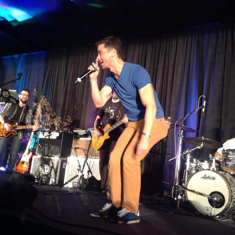Matt Cohen belts out 'Blister In The Sun'