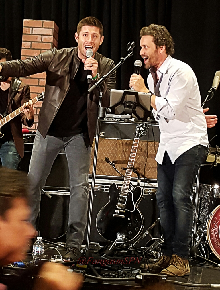 chicon_phone_2015_448_WM