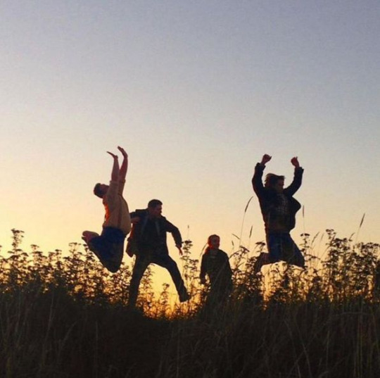 Sunset tweet during filming by @anjasav