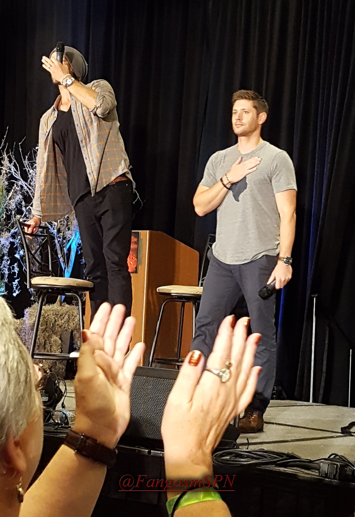 Jensen and Jared thank the fans